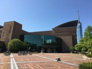 福岡市総合図書館の全景