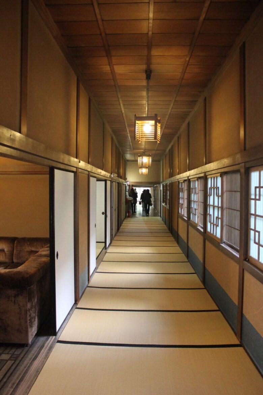 麻生大浦荘 家の中 廊下