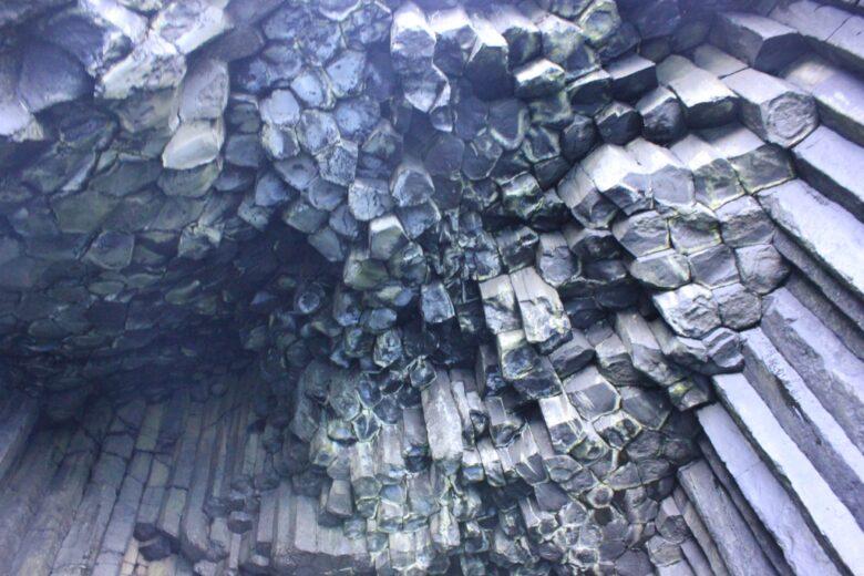 玄武岩の柱。