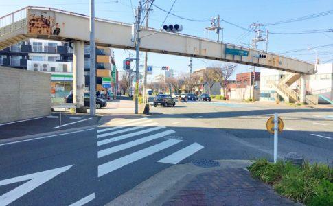 井尻六ツ角交差点の歩道橋